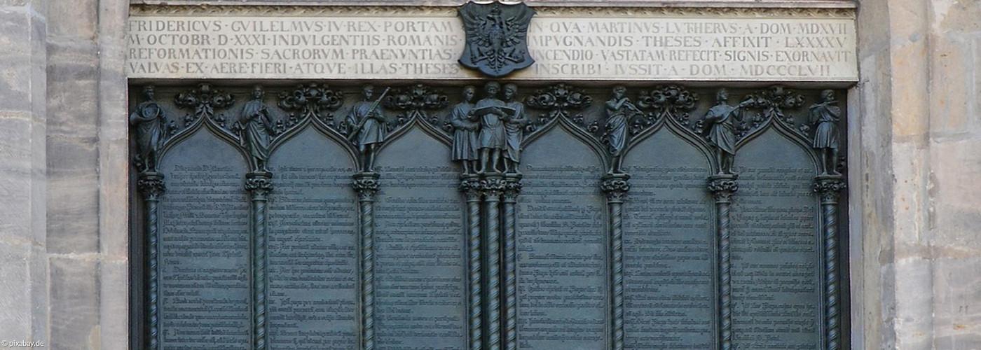 Martin Luthers 95 Thesen an der Schlosskirche zu Wittenberg